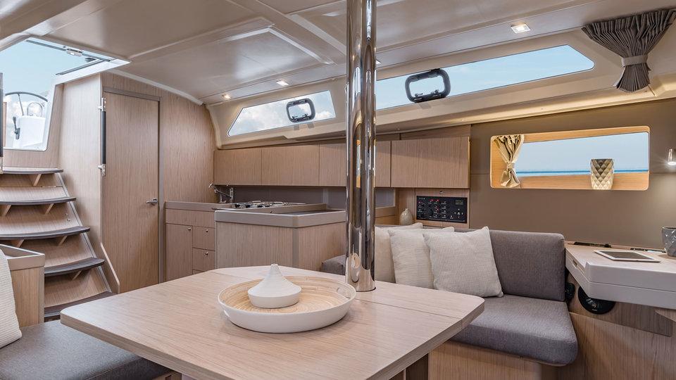 Woonruimte en kombuis op Sunsail 41.1 monohull met 3 cabines