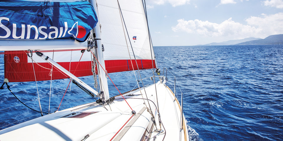 Sunsail brochure 2019 front cover image